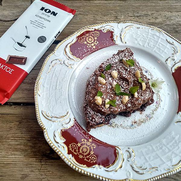 Brownie με κομμάτια λευκής κουβερτούρας και φυστικοβούτυρο