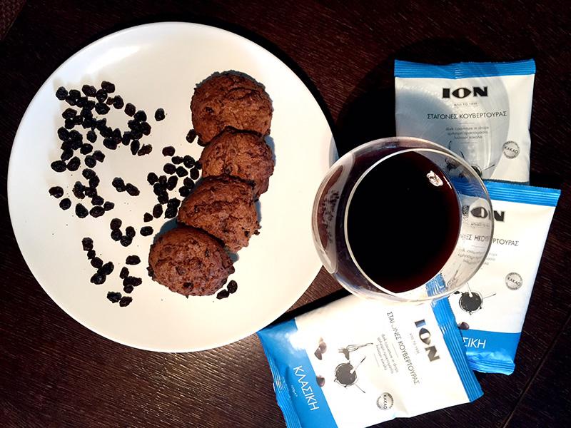 Cookies με κρασί σταφίδες και σταγόνες κουβερτούρας ΙON