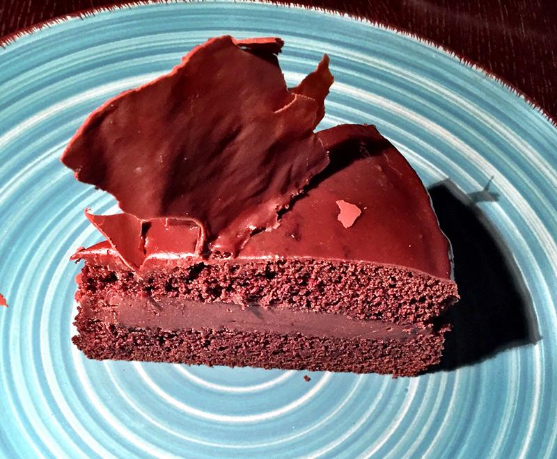 Extra σοκολατένιο κέικ με βελούδινη επικάλυψη σοκολάτας ΙΟΝ