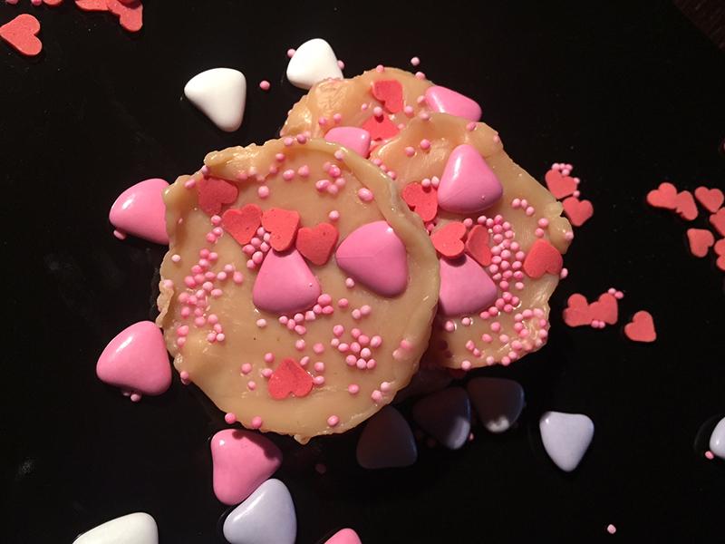 Σοκολατάκια με λευκή κουβερτούρα ΙON και ζαχαρωτά