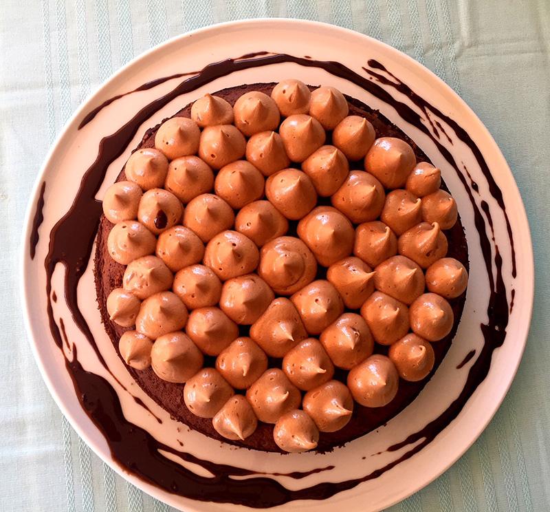 Σοκολατένιο κέικ με παντεσπάνι και βουτυρόκρεμα με Nucrema ION