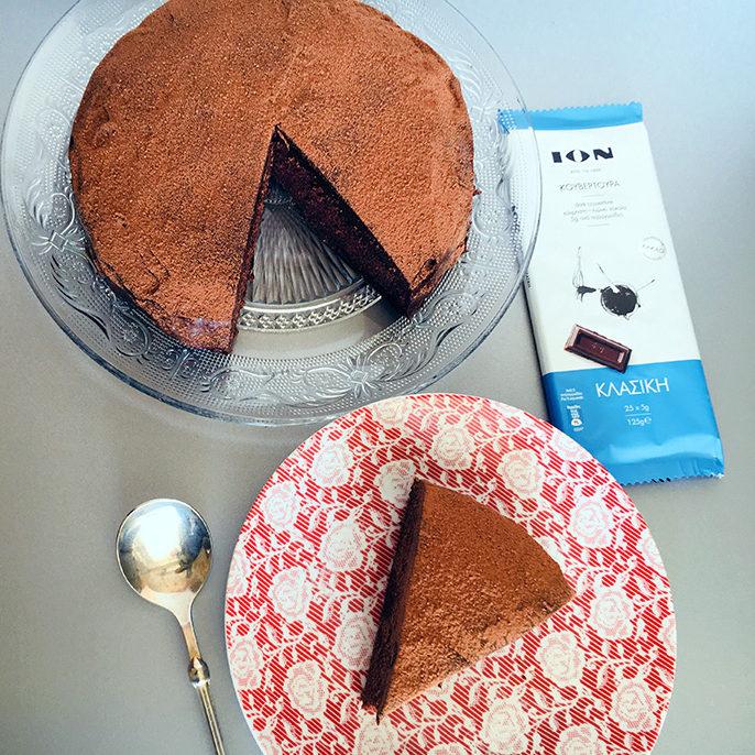 Vegan κέικ σοκολάτας με γλάσο μαύρης σοκολάτας χωρίς γλουτένη